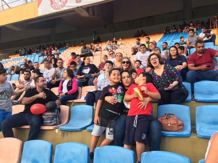 Time do Oeste abraça autistas na Arena Barueri — Revista Autismo