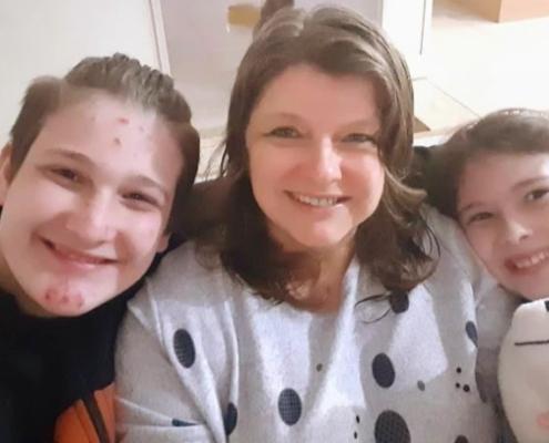 'Sou julgada o tempo todo', diz mãe de autista que escreveu livro — Canal Autismo / Revista Autismo