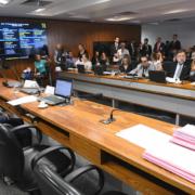 Comissão aprova texto de lei que prevê atendimento integral de autistas no SUS — Canal Autismo / Revista Autismo