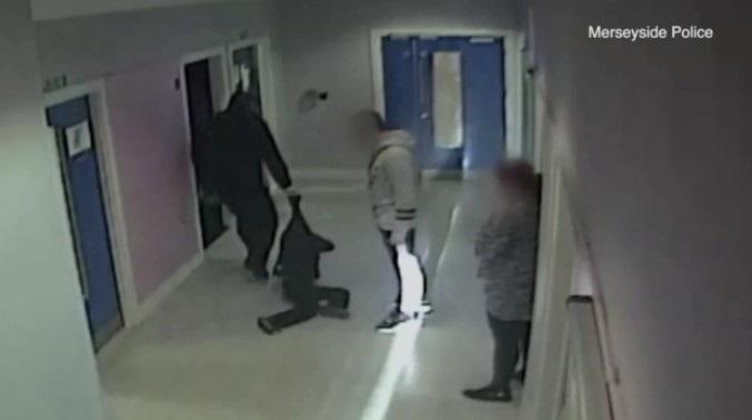 Policial que agrediu autista é condenado a pagar indenização